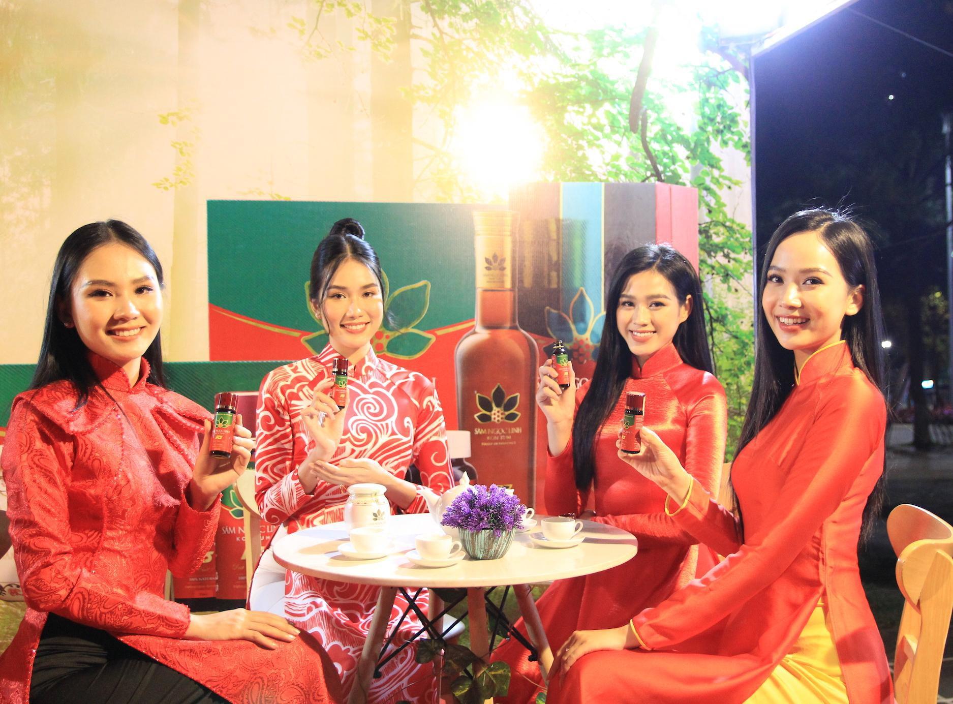 Hoa hậu Đỗ Thị Hà và các người đẹp thưởng thức sản phẩm sâm Ngọc Linh K5