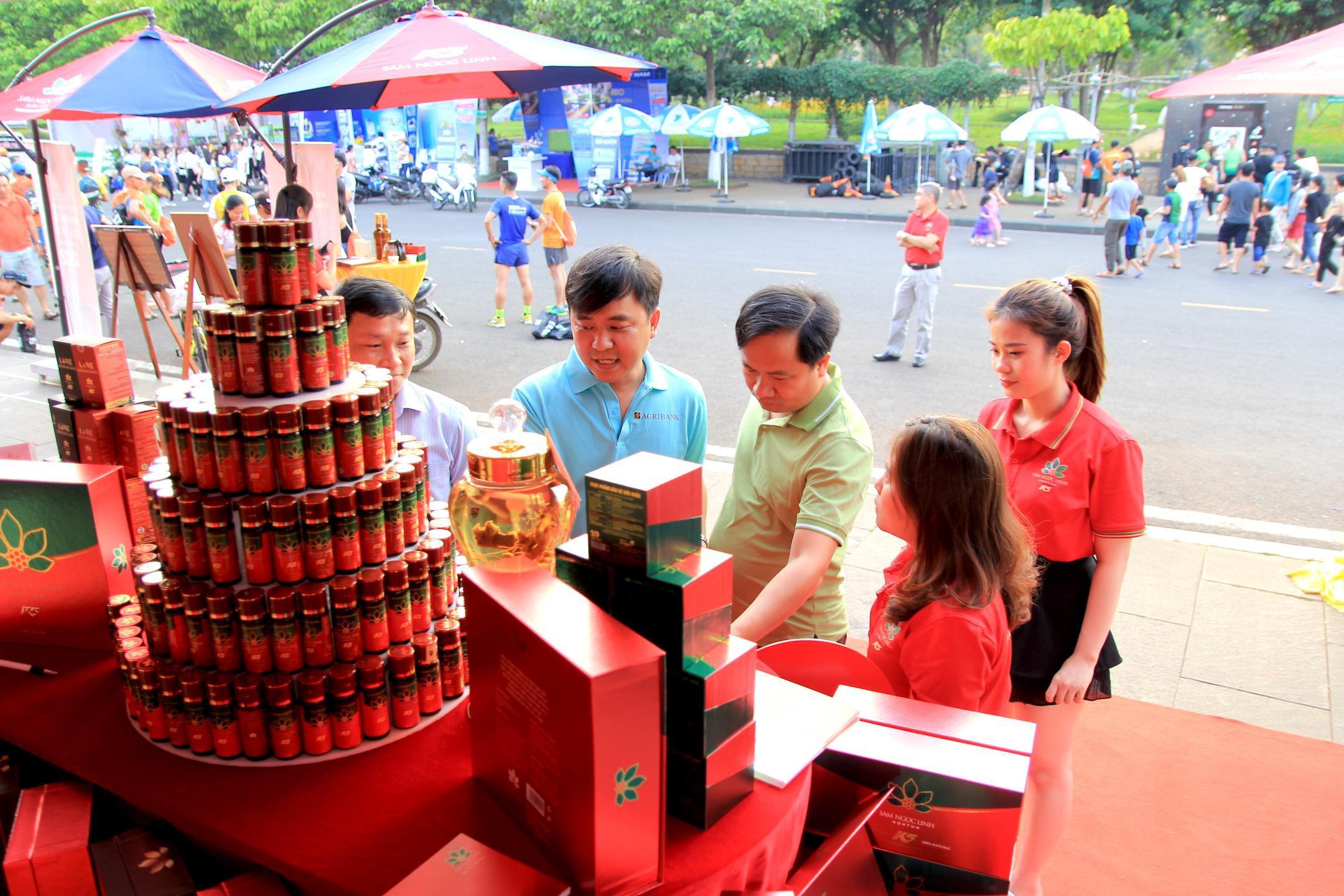 Sản phẩm Sâm Ngọc Linh K5 thu hút sự quan tâm của đông đảo người tiêu dùng.
